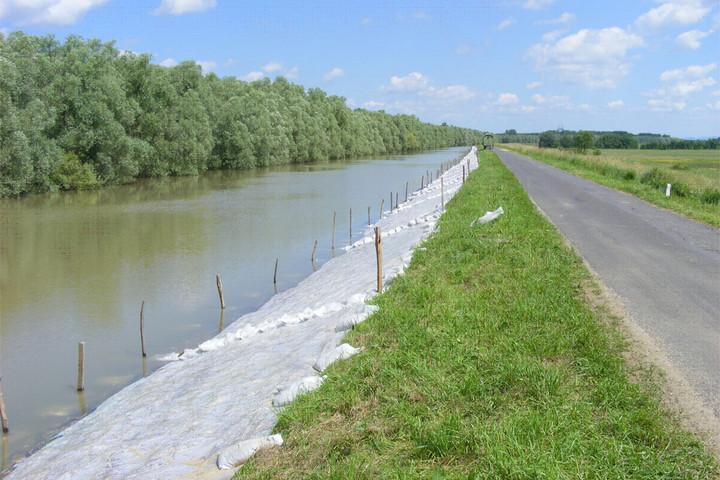 Továbbra is kisebb árhullámok érkeznek a magyarországi folyókon