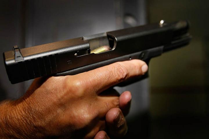 Gáz-riasztó pisztollyal lőttek rá egy férfira a fővárosi Magdolna utcában