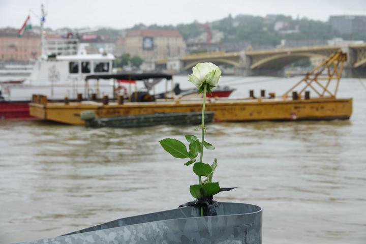 Megérkeztek Szöulba a hajóbaleset négy áldozatának hamvai