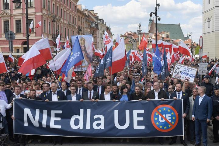 EU-ellenes jelszavakkal tüntettek Varsóban a radikális nemzetiek