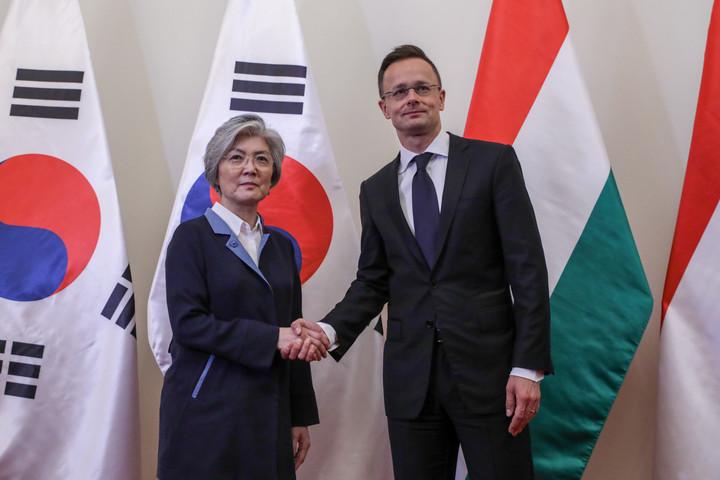 Szijjártó Péter: A magyar hatóságok minden tőlük telhetőt megtesznek a hajóbaleset kapcsán