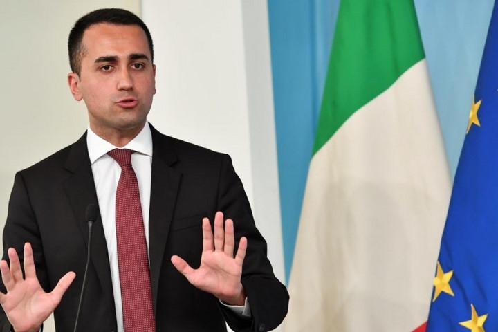 Internetes szavazáson dönthetnek Di Maio jövőjéről