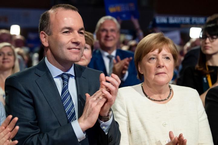 Merkel: Kívülről és belülről is támadják az Európai Unió alapértékeit
