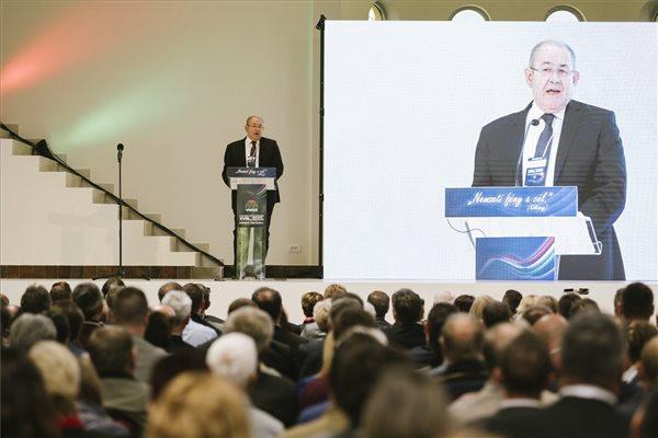 Pásztor István újraválasztották a VMSZ elnökévé