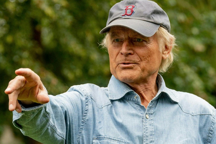 Terence Hill is biciklire pattant a Giro d'Italián