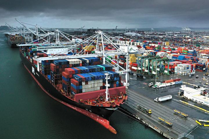 Kína felfüggeszti az amerikai árukra kivetett büntetővámokat