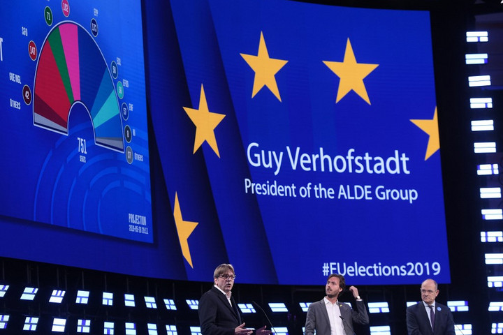 Verhofstadt: A liberálisok a migrációs válság közös európai megoldásáért fognak küzdeni