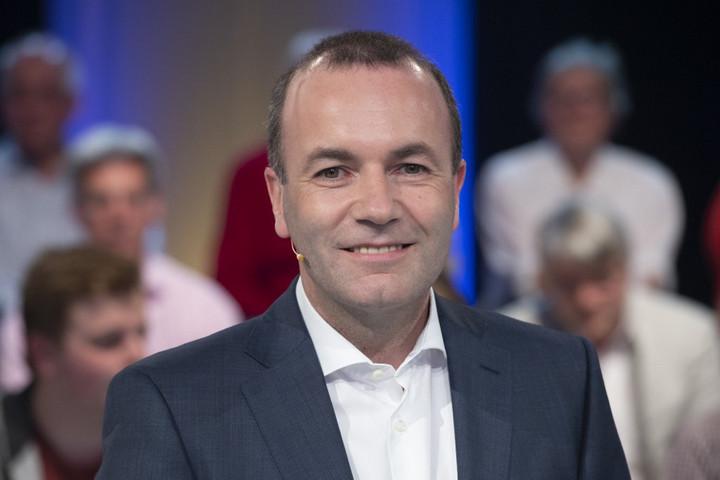 Weber luxusebéden tárgyalt Európa jövőjéről a migránsbarát milliomossal