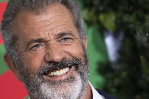 Mel Gibson Mikulást játszik egy fekete komédiában