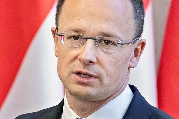 Szijjártó Péter telefonon beszélt a román külügyminiszterrel az úzvölgyi rendezvények miatt