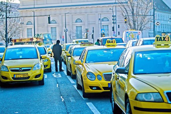 Schanda: Könnyebben vehetnek részt a taxisok a házhozszállításban