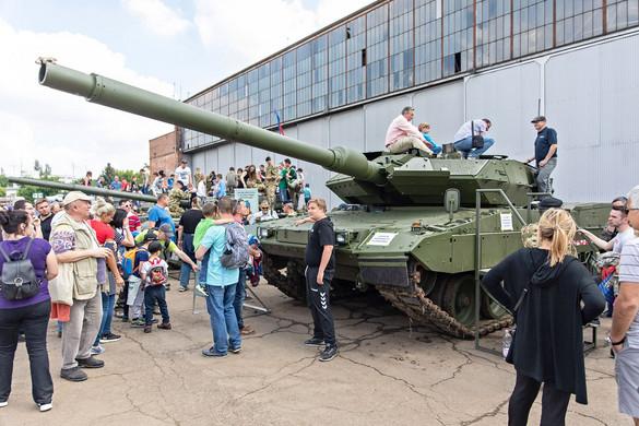 Tízezreket vonzott a hétvégi haditechnikai bemutató
