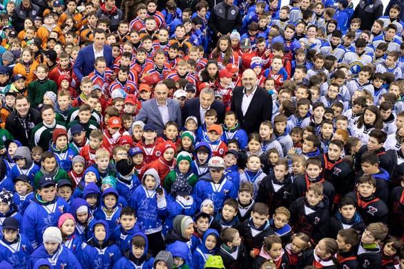 Orbán Viktor meglátogatta a Székelyföldi Jégkorong Akadémiát
