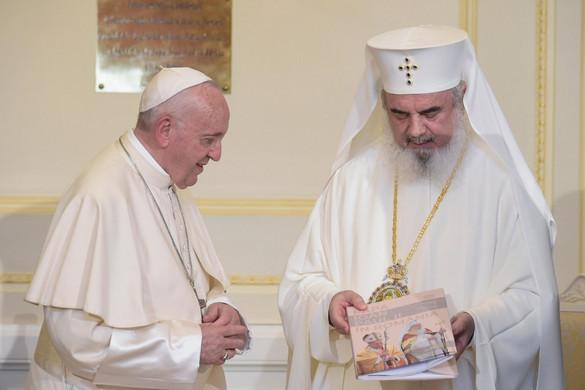 Összefogásra buzdított Ferenc pápa Bukarestben