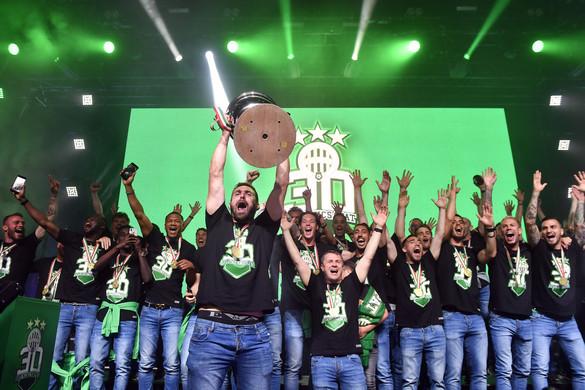 Közel tízezer szurkoló ünnepelte a bajnok Ferencvárost a Budapest Parkban