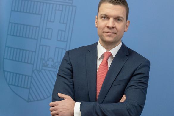 Menczer: Fejlődő pályán van Magyarország