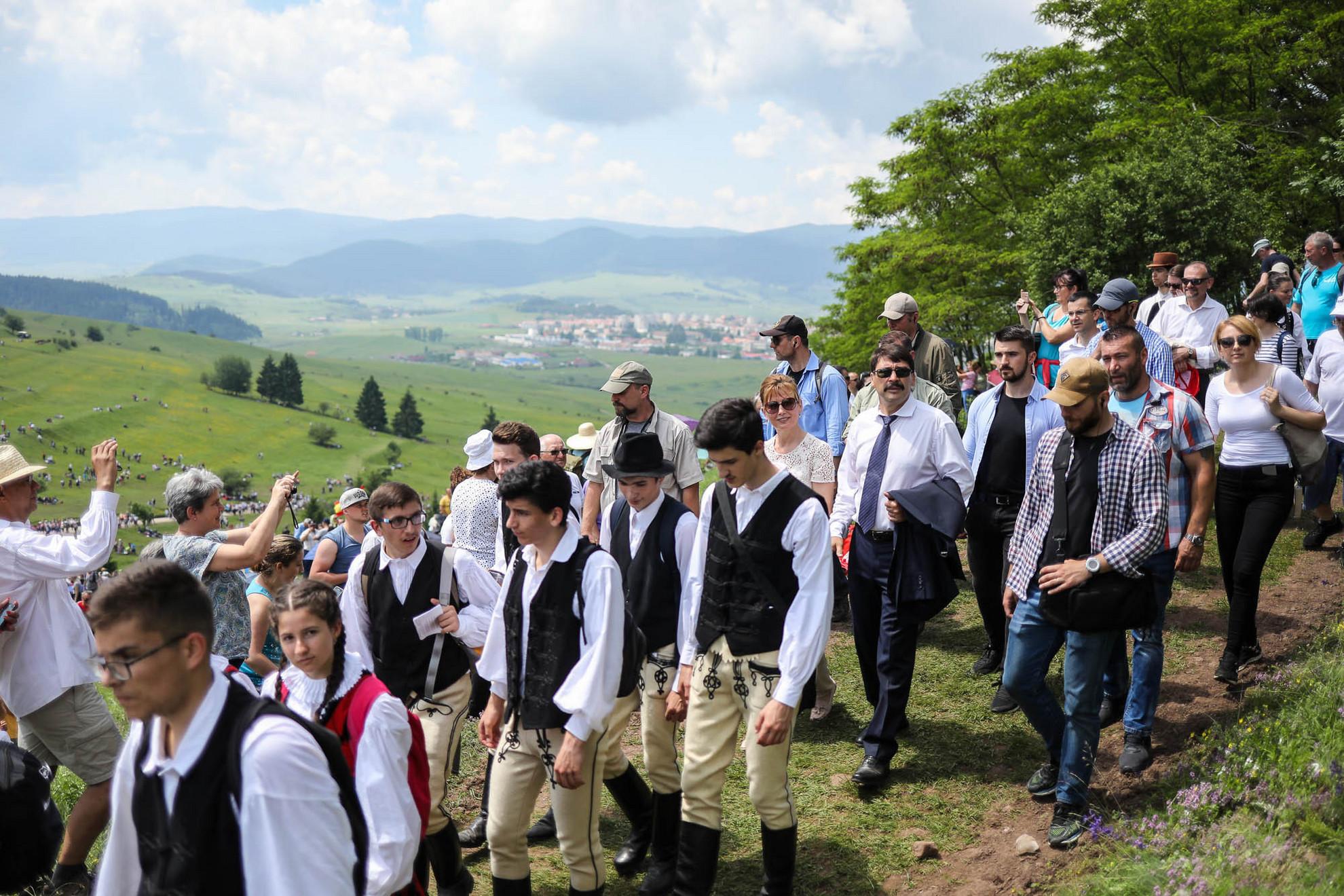 A mise helyszínére megérkezett Áder János köztársasági elnök és Semjén Zsolt miniszterelnök-helyettes