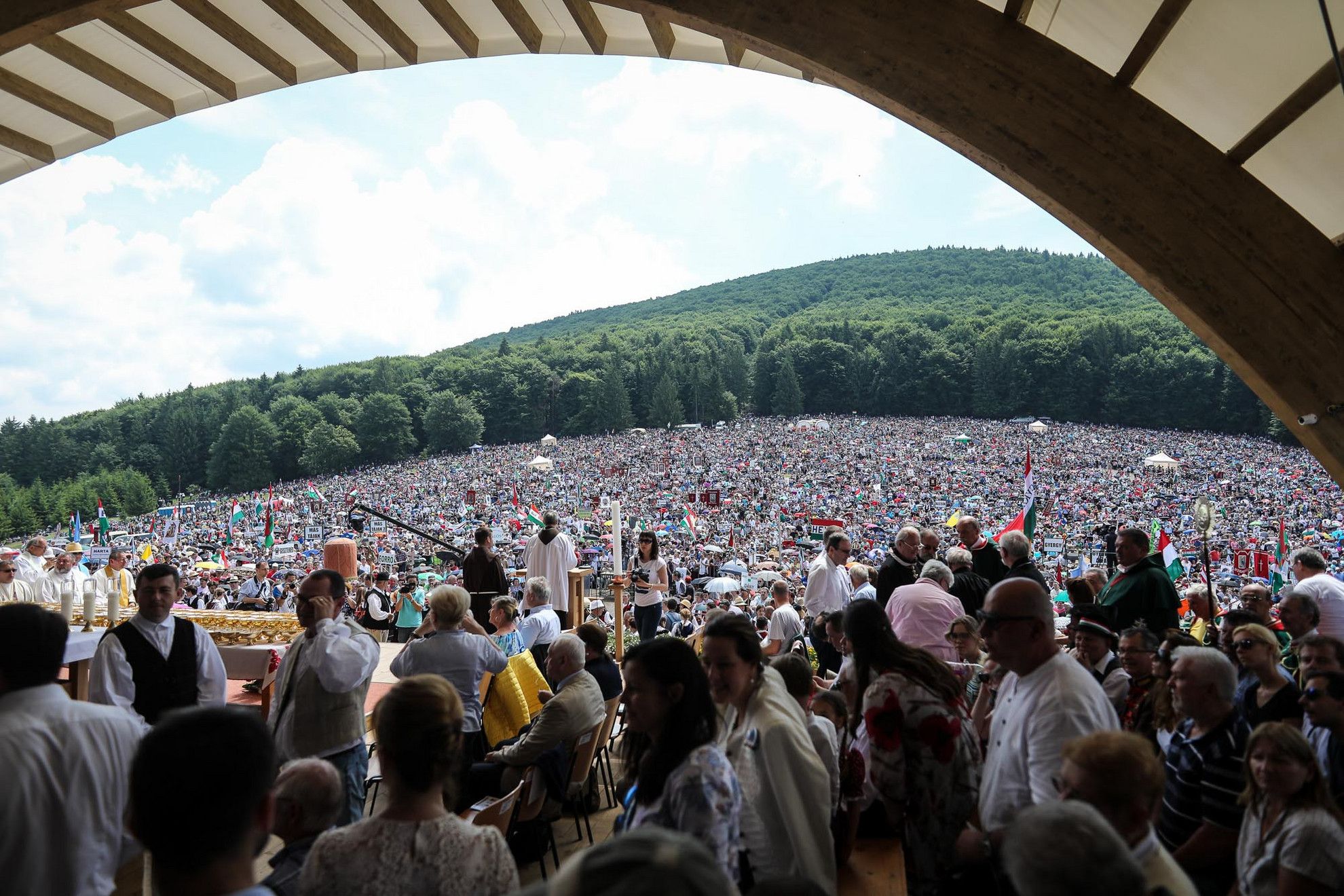 Az érsek megköszönte a pápai mise résztvevőinek a fegyelmét