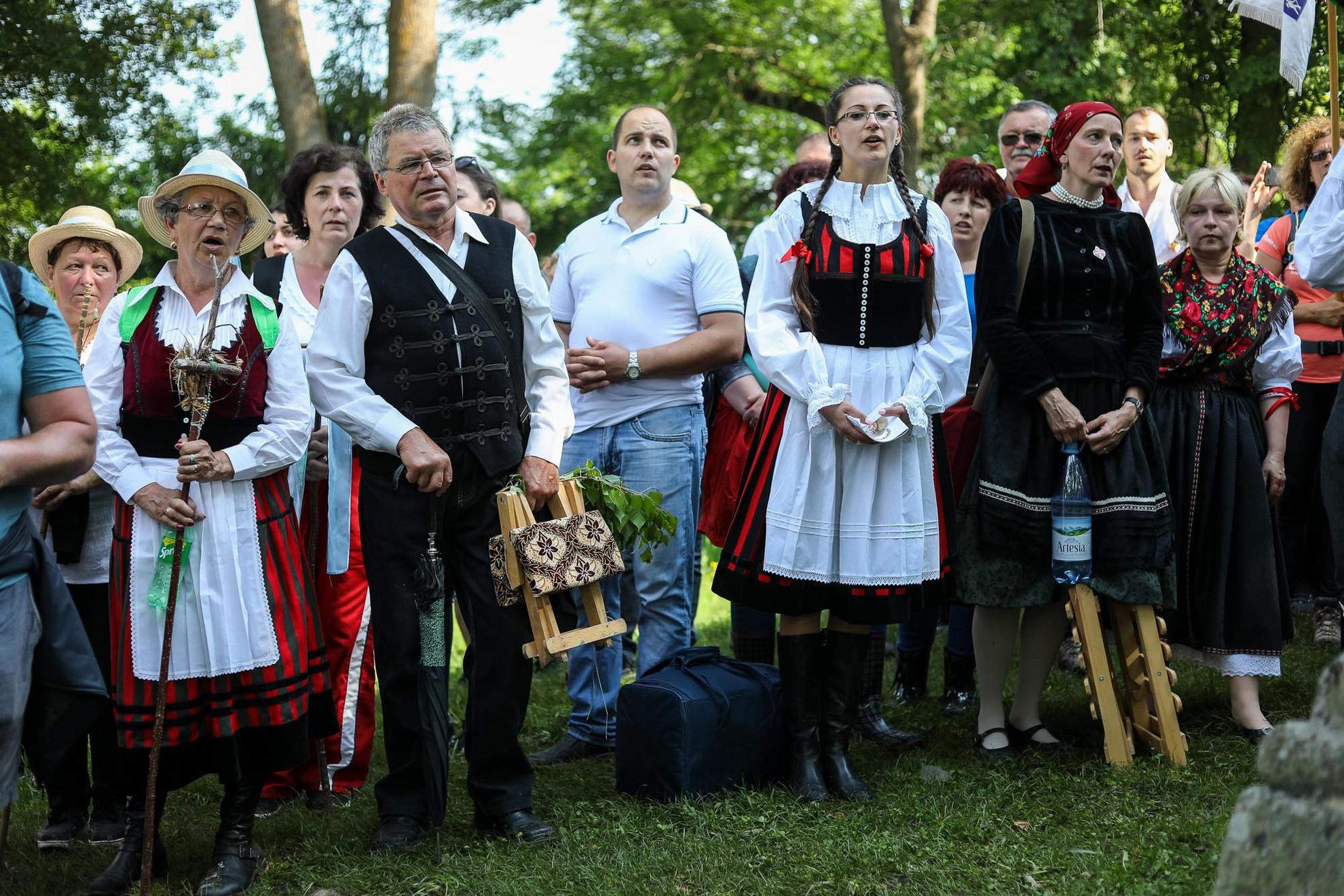Az államfő kegyeletsértőnek tartja, hogy a temetőben kialakított román parcella 52 keresztjének egy része magyar katonák hamvai fölé került