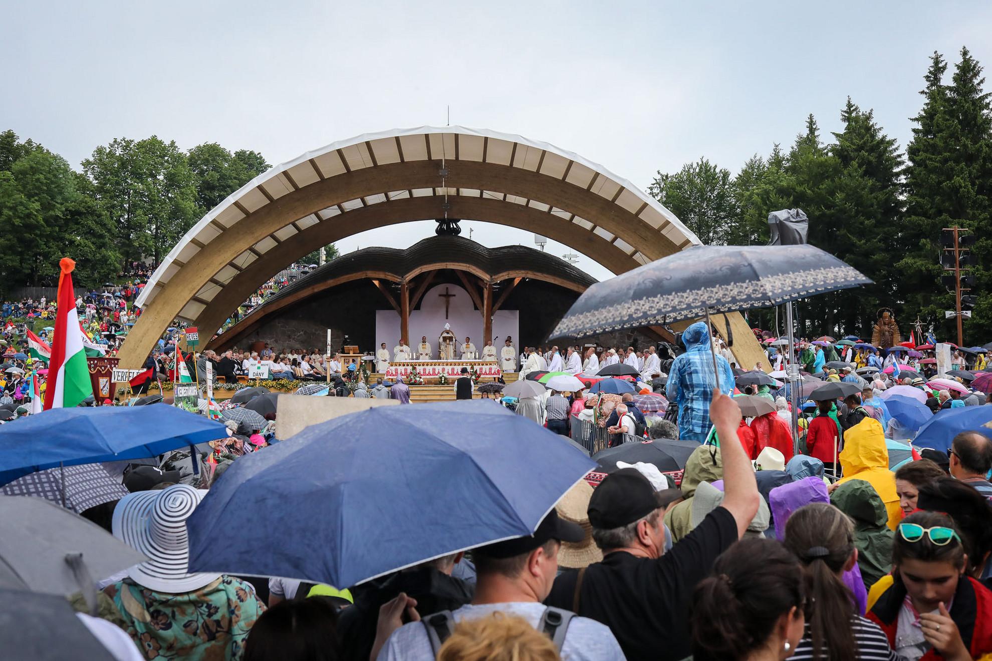 Szombaton kora reggel több mint ezer zarándokkal megérkezett Csíkszeredába a Boldogasszonyról elnevezett zarándokvonat