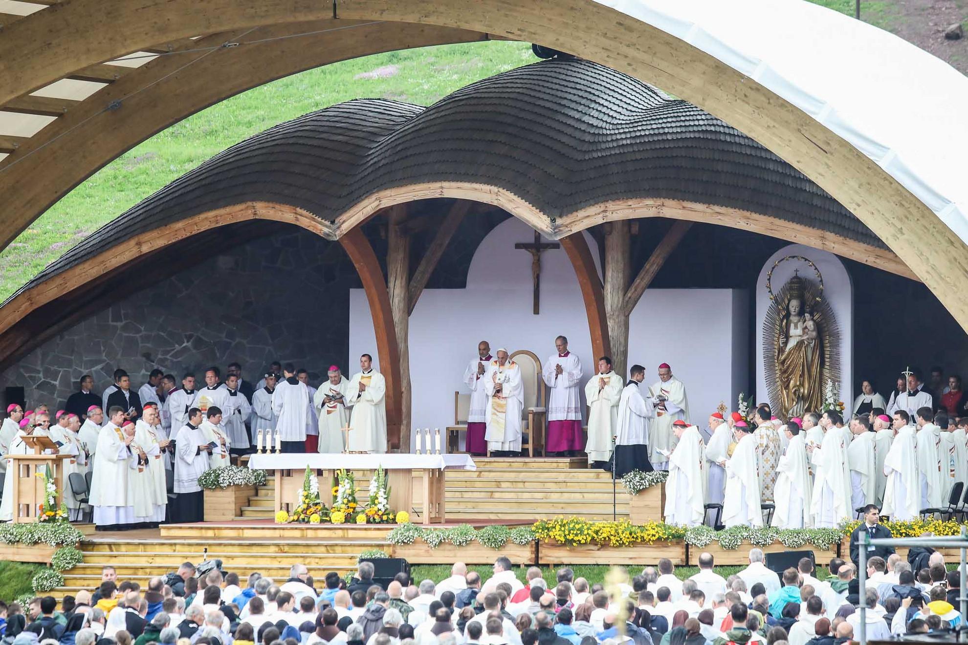Mintegy 160 pap vett részt a szertartáson