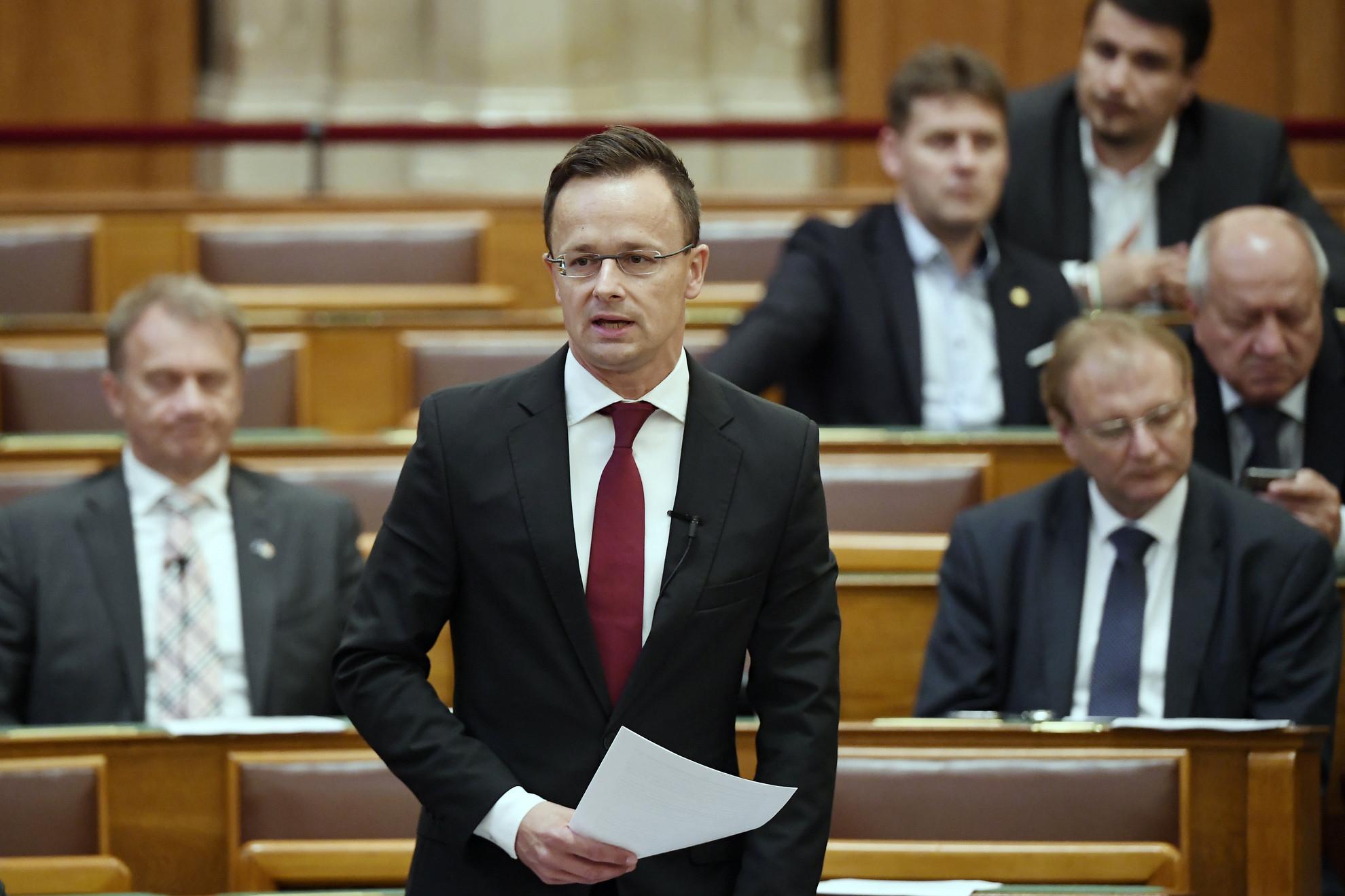 Szijjártó Péter külgazdasági és külügyminiszter napirend előtt beszél az úzvölgyi konfliktusról az Országgyűlés plenáris ülésén