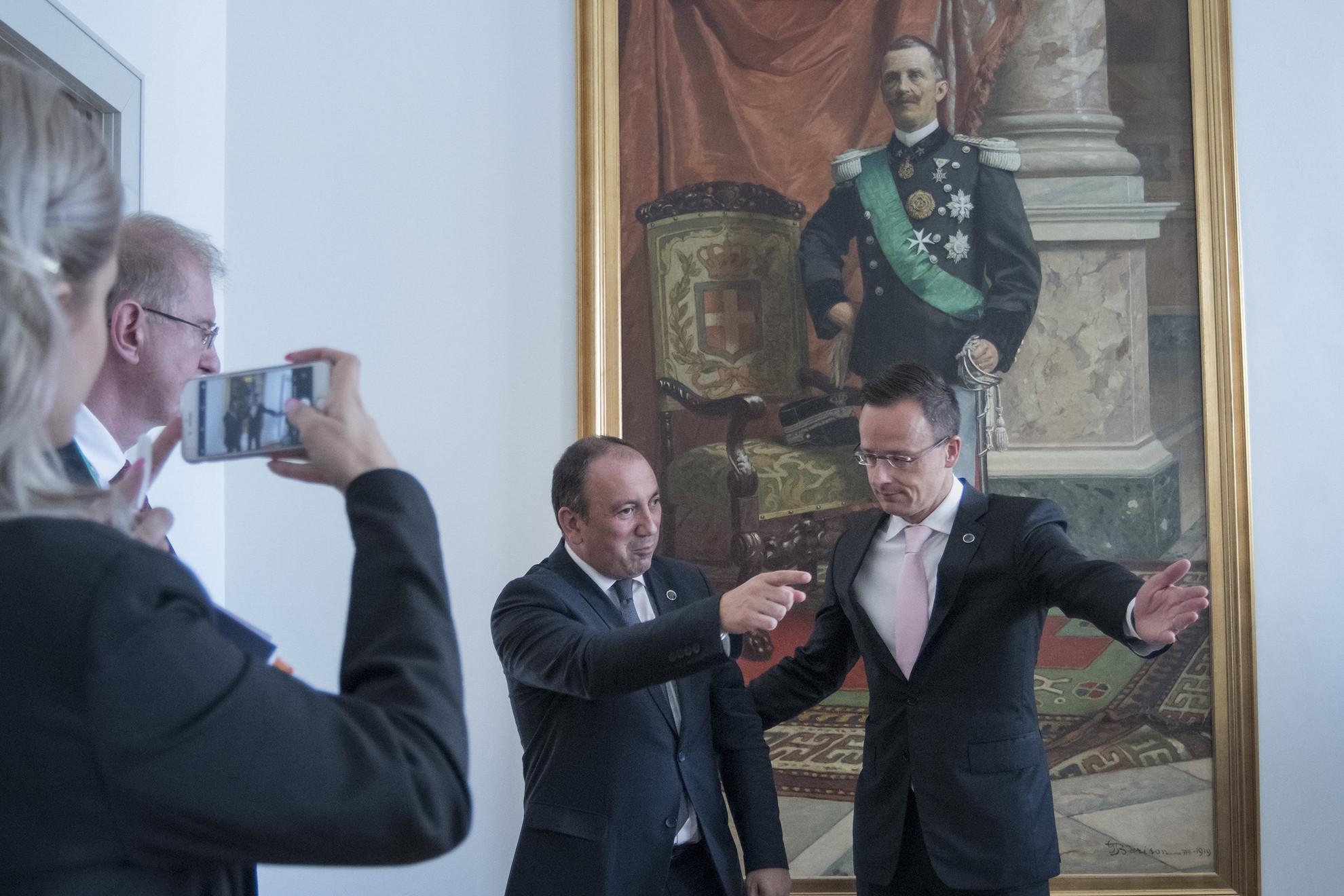 Szijjártó Péter külgazdasági és külügyminiszter (j) és Igor Crnadak Bosznia-Hercegovina külügyminisztere