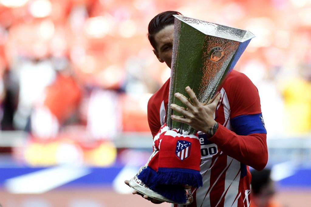 Torres az EL-trófeával a 2018-as döntő után