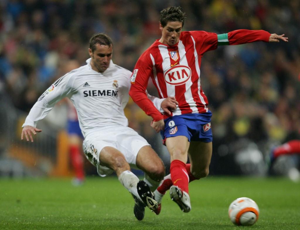 Csata a labdáért a madridi derbin a realos Iván Helguerával