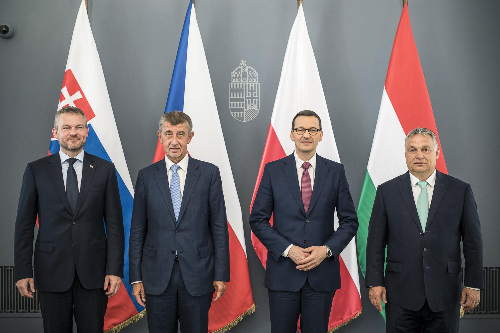 Orbán Viktor miniszterelnök (j), valamint Peter Pellegrini szlovák (b), Andrej Babis cseh (b2) és Mateusz Morawiecki lengyel miniszterelnök (b3)