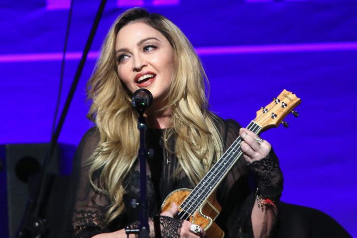 Madonna rendezi a saját életéről készülő filmet
