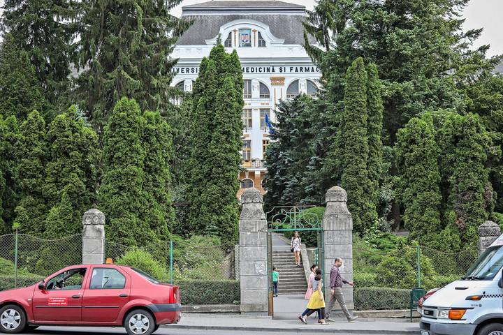 Volt titkosszolgák is segítik a MOGYE román rektorát