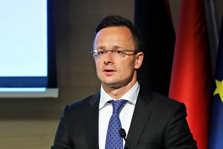 Szijjártó: Weber és Timmermans nem felel meg a magyarok elvárásainak