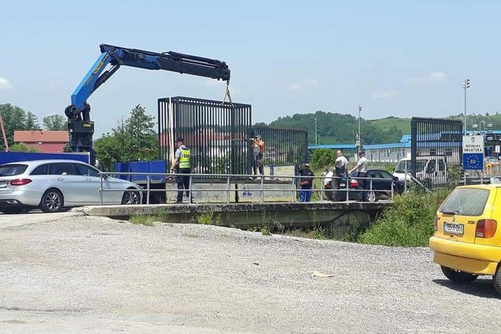 Horvátország kerítést épített Boszniával közös határán