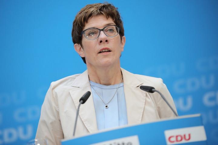 Erősödik az elégedetlenség a pártelnökkel a német CDU-ban