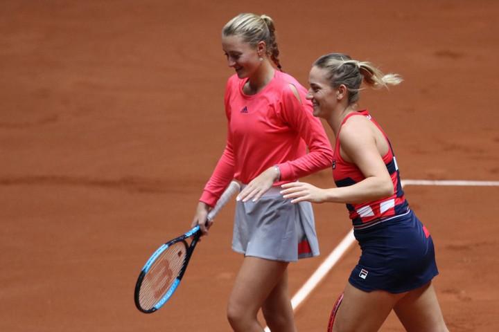 Babosék szetthátrányból fordítva elődöntősök a Roland Garroson