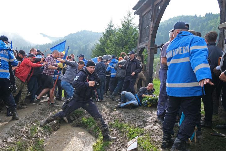 Magyar Levente: A román rendvédelmi erők passzívan szemlélték a sírgyalázást