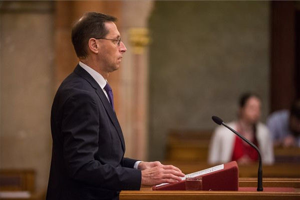 Varga Mihály: A kormány elkötelezett a foglalkoztatás terheinek csökkentése mellett