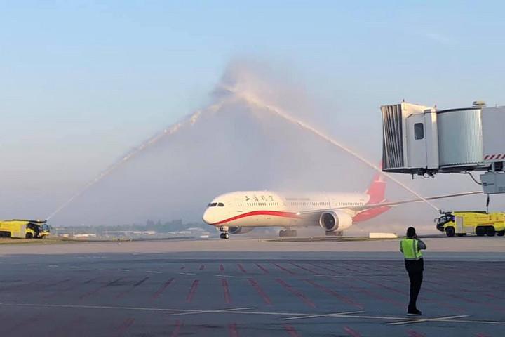 Megérkezett Budapestre a Shanghai Airlines első járata
