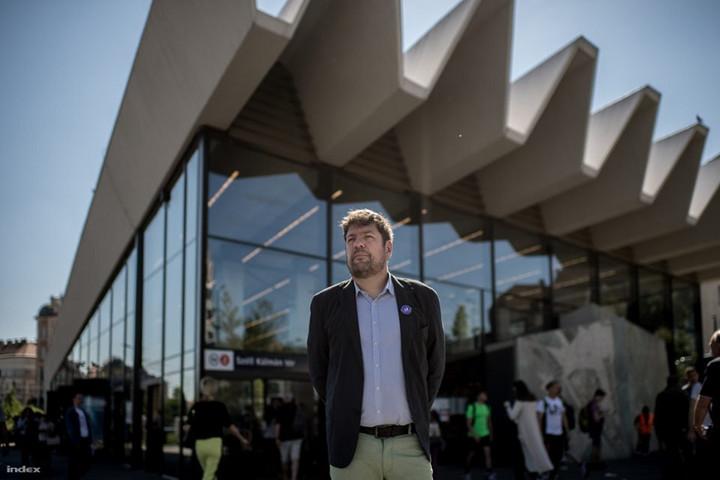Agyhalottnak nevezte Magyarországot a Momentum főpolgármester-jelöltje