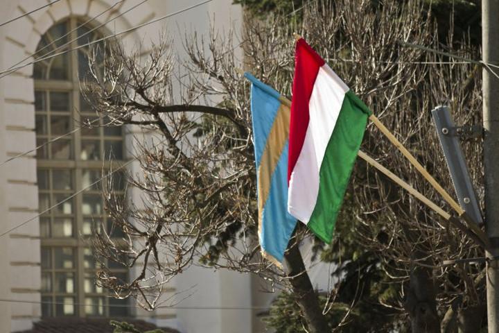Magyar zászló kitűzése miatt büntették meg Kézdivásárhely polgármesterét