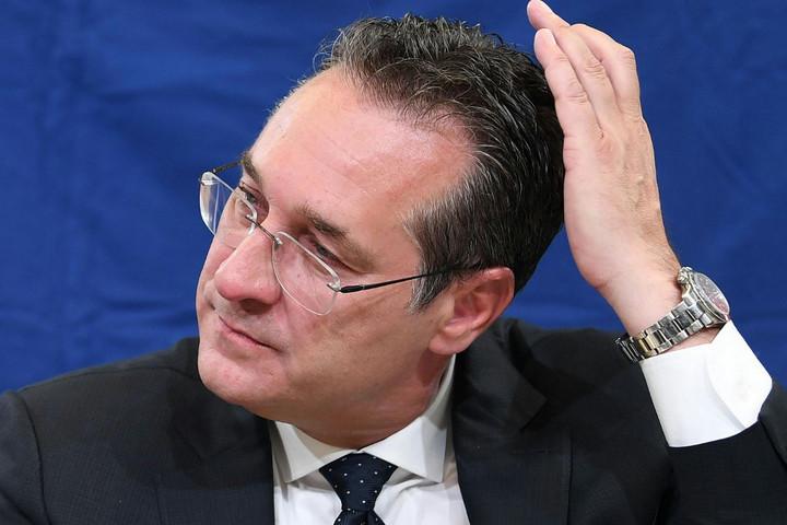 Hűtlen kezelés miatt nyomoznak Strache ellen