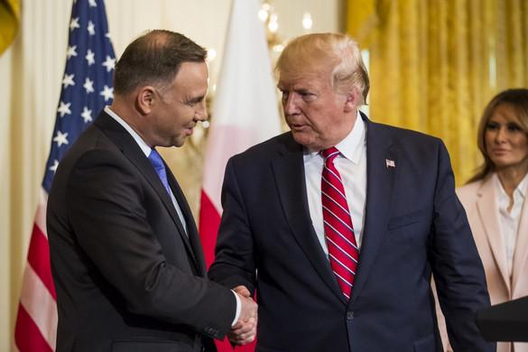 """Varsó: """"Mérföldkő"""" Trump és Duda közös nyilatkozata a védelmi együttműködésről"""