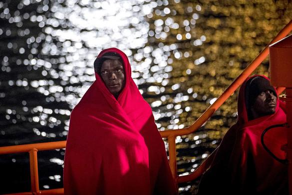 Embercsempész hajót foglaltak le Olaszországban