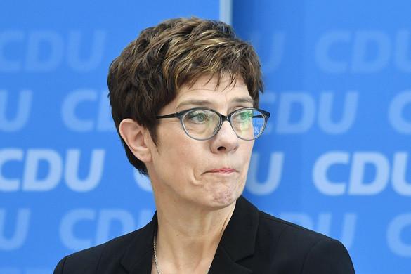 Leszavazhatják Merkeléket ősszel a keletnémetek