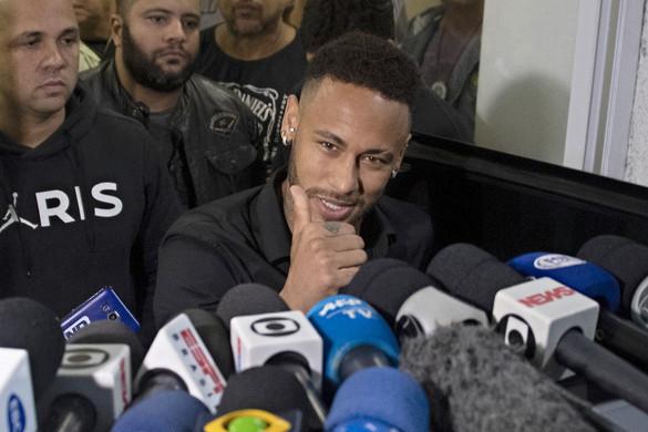 Neymar megúszta