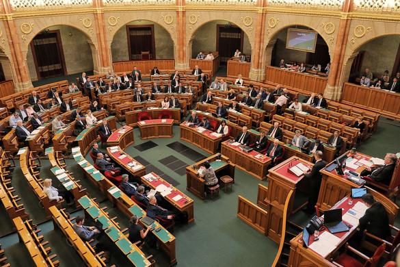 Döntött a parlament, megszavazták a lex Czeglédyt