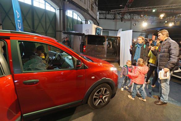 Hétfőtől igényelhető a nagycsaládosok autóvásárlási  támogatása is