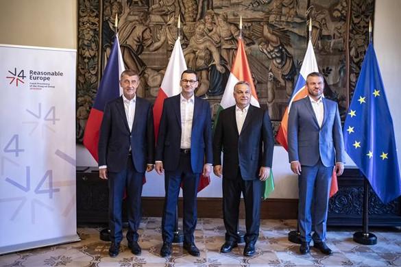 Orbán Viktor a visegrádi országok kormányfőivel tárgyal Prágában