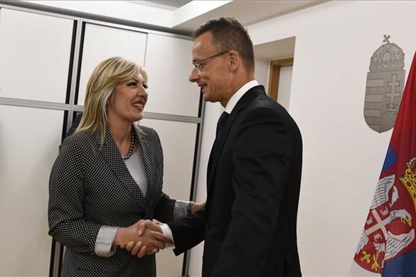 Szijjártó: Káros, hogy az EU lassítja a nyugat-balkáni bővítési folyamatot